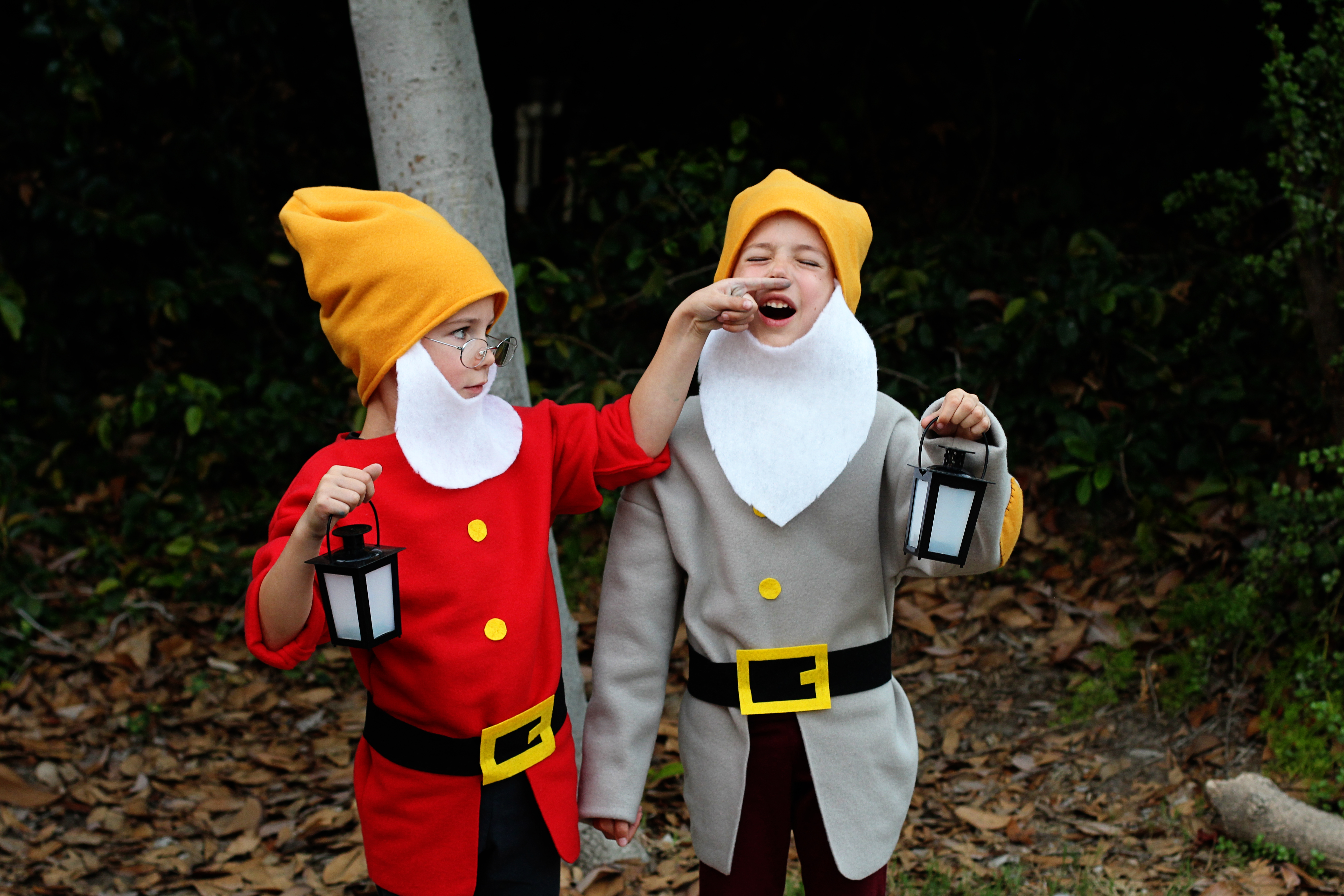 Diy snow white and seven dwarfs costumes tutorials i hope you have fun with your snow white costumes post pics solutioingenieria Image collections